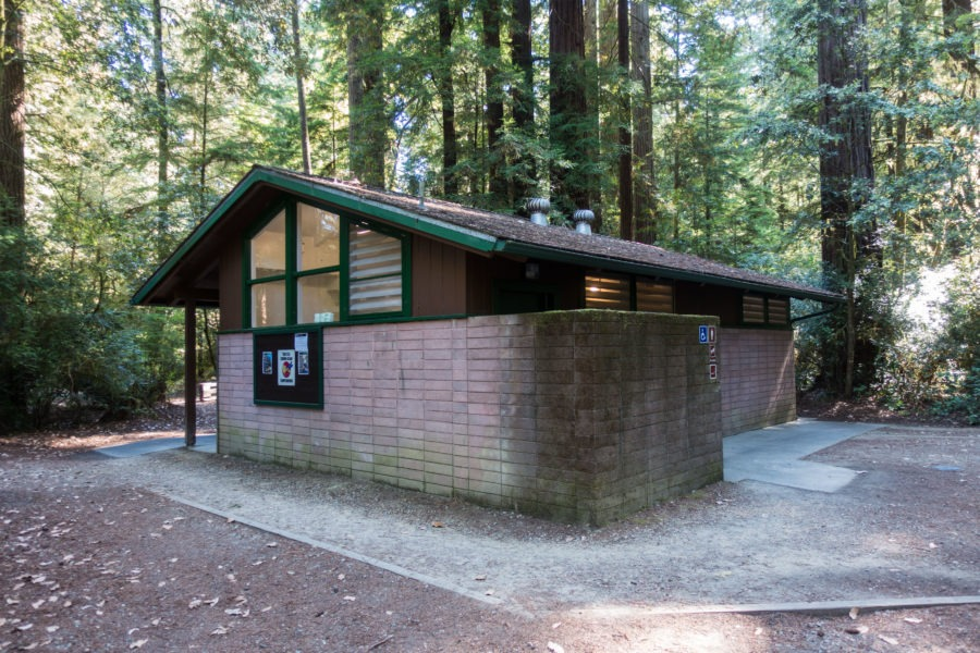 Redwood: Bathroom at Jedediah Smith Campground