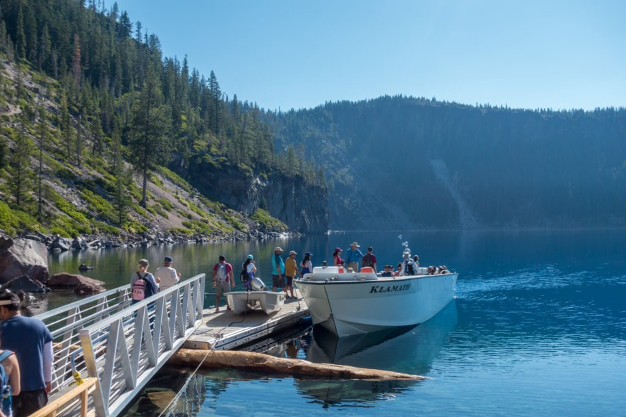 Crater Lake: Guests Getting on the Boat for a Tour
