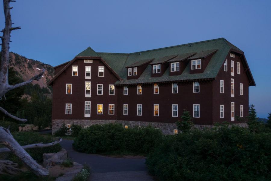 Crater Lake: Lodge at Night