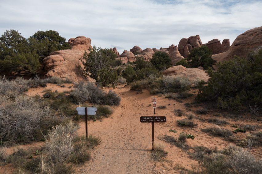 Arches: Broken Arch Trail Near Site 51 in Devils Garden Campground