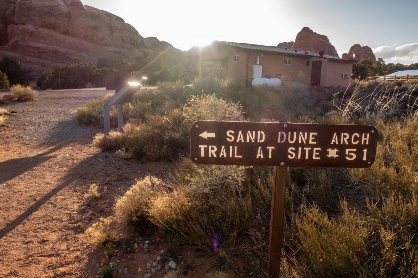 Arches: Broken Arch Trail Near Site 39 in Devils Garden Campground